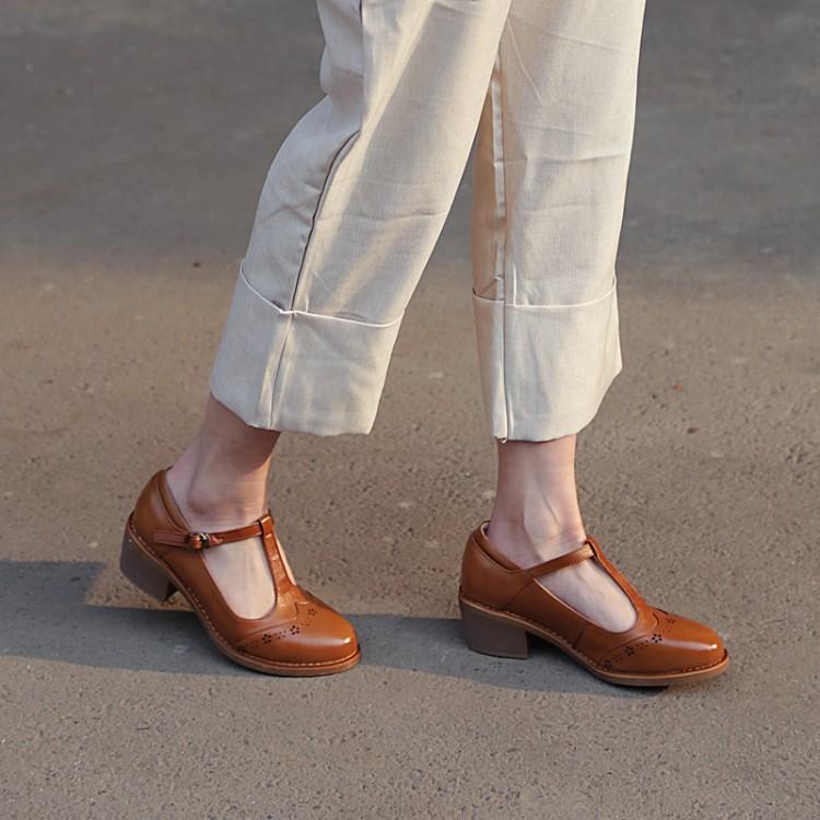 Womens Retro Low Heel Wingtip T Strap
