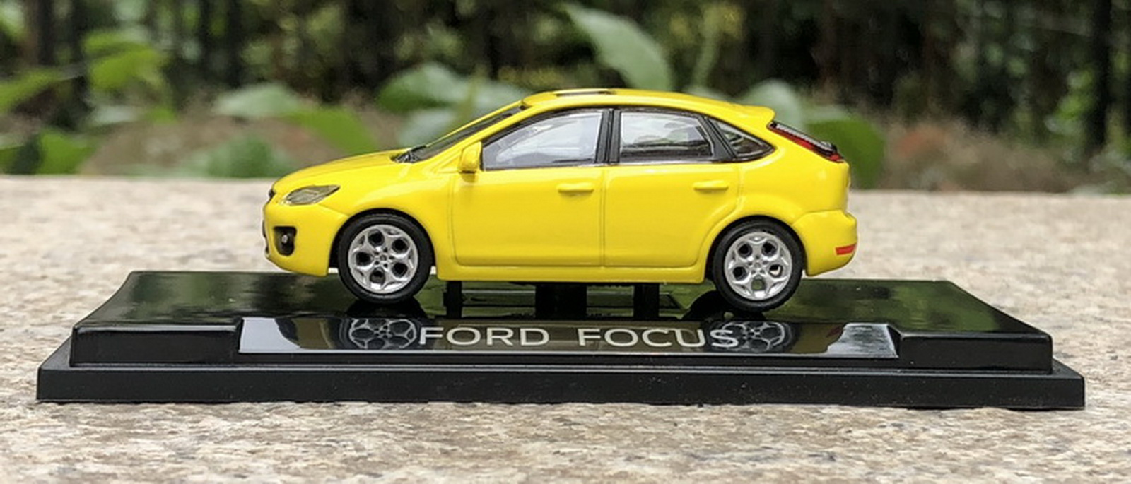 1//64 Scale Ford Focus 2007 Yellow Diecast Car model Collection Toy