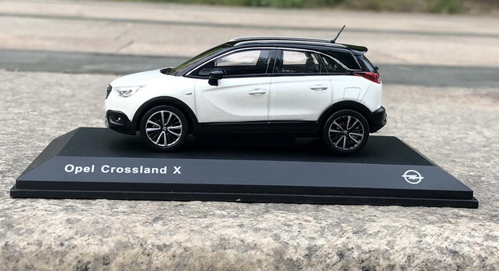 OPEL Crossland X SUV bianco con tetto nero a partire dal 2017 1//43 KYOSHO I-scale moda...