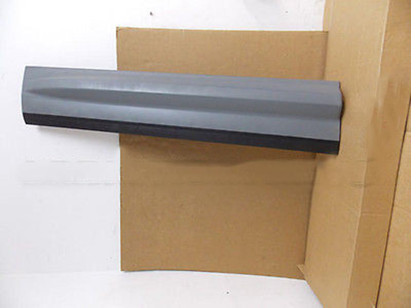 GENUINE LAND ROVER FRONT DOOR LOWER MOULDING LR2 LH OEM NEW LR044655