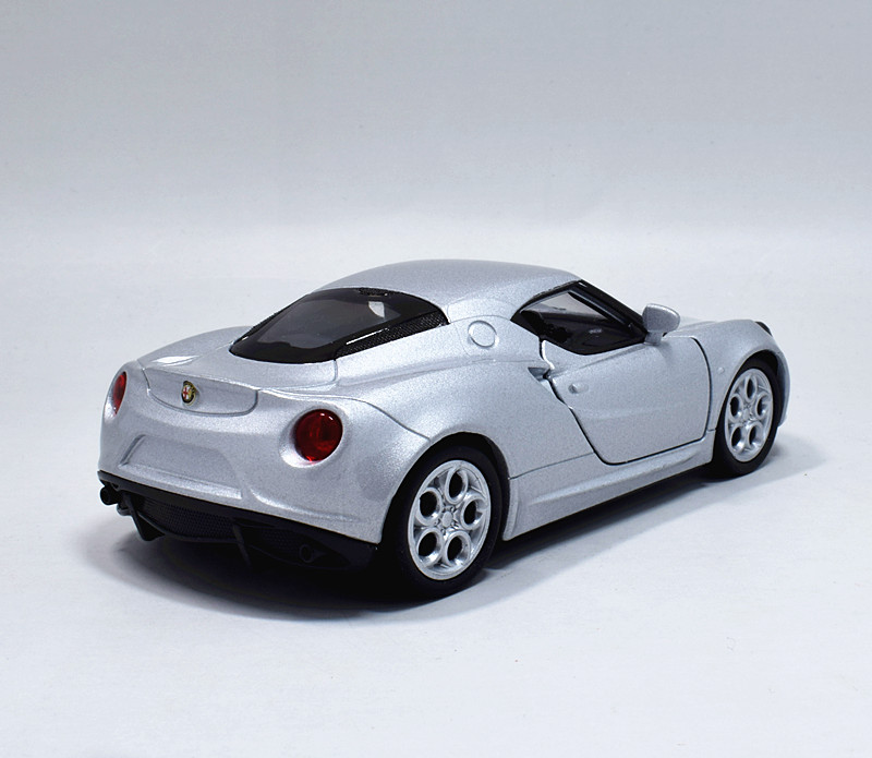 Welly 1:36 Alfa Romeo 4C Metal Die Cast Model Car Toy New
