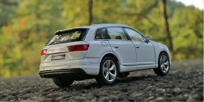 Model Cars Audi Q7 1:36 Toys Open two doors Collection/&Gifts Alloy Diecast White