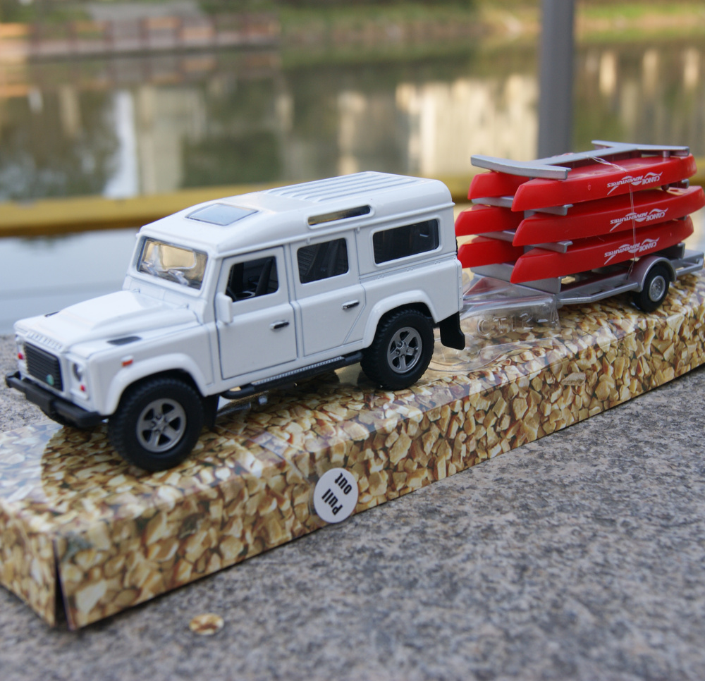 d4fcb75965529 Details about Land Rover Defender White SUV + Red Boat Model Cars 1:31 Toys  New Alloy Diecast