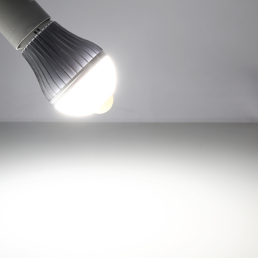 4x 9w e27 led gl hbirne birne mit bewegungssensor bewegungsmelder pir licht wei ebay. Black Bedroom Furniture Sets. Home Design Ideas