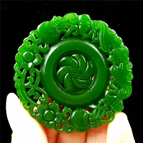 China Fashion Natural hand engraving green rose Lucky Amulet pendant