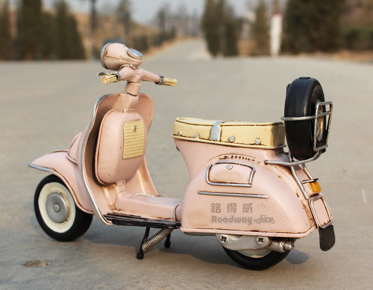 miniature retro style pink vespa motorcycle model hand made metal toy for blythe ebay. Black Bedroom Furniture Sets. Home Design Ideas