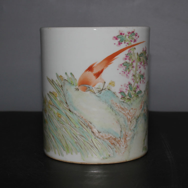 CHINESE OLD MARKED FAMLLE ROSE FLOWER AND BIRD PATTERN PORCELAIN BRUSH POT